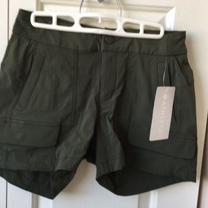 NWT Athleta Trekkie short 2.0